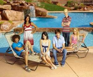Puzle Čad (Corbin Bleu) Taylor (Monique Coleman), Gabriella Montez (Vanessa Hudgens), Troy Bolton (Zac Efron), Ryan Evans (Lucas Grabeel) Sharpay Evans (Ashley Tisdale), u bazénu