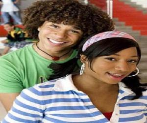 Puzle Čad (Corbin Bleu), Taylor (Monique Coleman)
