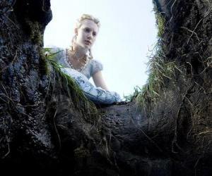 Puzle Alenka (Mia Wasikowska) spadá do králičí nory umožní divů