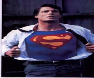 Puzle Clark Kent stal Superman se svou červenou a modrou uniformu v boji za spravedlnost