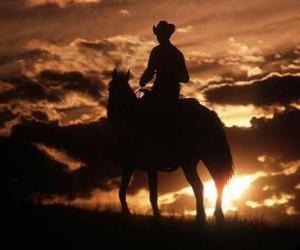 Puzle Cowboy jízdu za soumraku