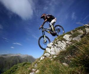 Puzle Cyklisté připraven pro sjezdové závody na kole