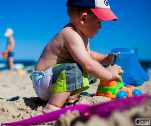 Puzle Dítě hrající na pláži