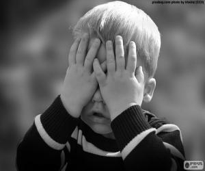Puzle Dítě si zakryl oči