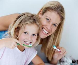 Puzle Dívka čištění zubů, základní praxe zubního zdraví