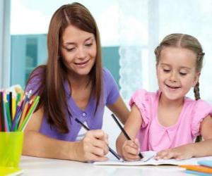 Puzle Dívka hraje malovat s matkou