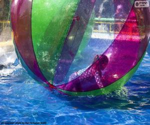 Puzle Dívka na kouli vody