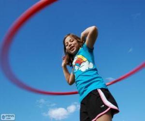 Puzle Dívka si hraje s hula hoop, hula hoop spinning v pase