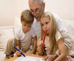 Puzle Dědeček s vnoučaty