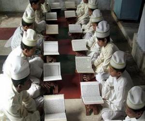 Puzle Děti čtení Korán, svaté knihy islámu