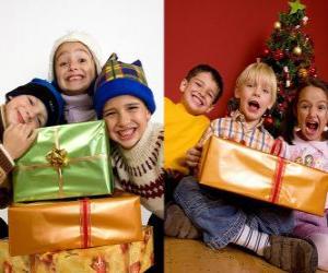 Puzle Děti s vánoční dárky