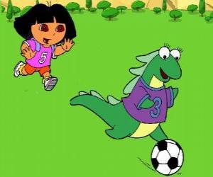 Puzle Dora hrát fotbal se svým přítelem Isa iguana