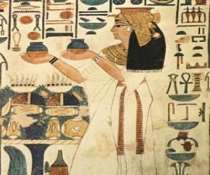 Puzle Egyptská kámen s vyrytým vyobrazení bohyně s nápisy nebo hieroglyfy