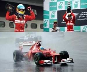 Puzle Fernando Alonso slaví své vítězství v Grand Prix Malajsie (2012)