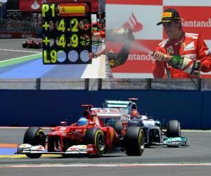 Puzle Fernando Alonso slaví své vítězství v Grand Prix Evropy (2012)