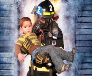 Puzle Hasič drží dítě v náručí