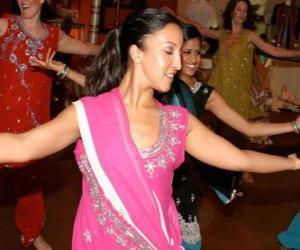 Puzle Hinduistická tanečnice v festival světel, Diwali