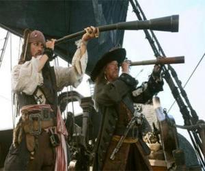 Puzle Kapitán pirátské lodi sledoval další loď s dalekohledem