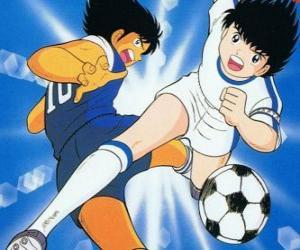Puzle Kapitán Tsubasa při vysoké rychlosti a zároveň ovládá míč
