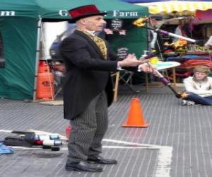 Puzle Klaun dělá jugglings