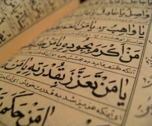Puzle Korán je svatá kniha islámu, obsahuje slovo Alláh zjevil Jeho proroka Mohameda