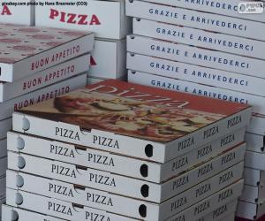Puzle Krabice na pizzu doma