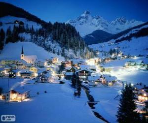 Puzle Malé město kompletně zasněžované na Štědrý den