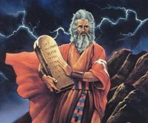 Puzle Mojžíš s deskami zákona, na kterých je napsáno deset přikázání