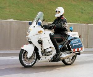 Puzle Motorizované policistu na motorce