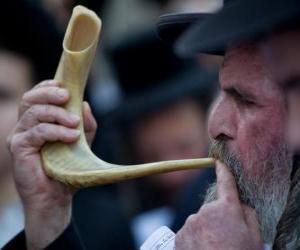 Puzle Muž hraje Šofar. Dechový hudební nástroj typické od židovské svátky