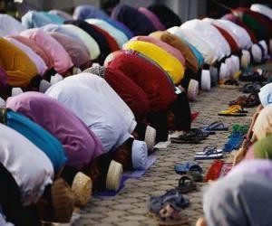 Puzle Muslimové se modlí