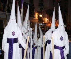 Puzle Nazarenes nebo kajícníků v procesí během Svatého týdne s kapucí nebo kužele, plášť a plášť