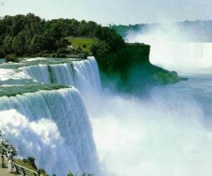Puzle Niagarské vodopády, objemné vodopády na hranici mezi Kanadou a USA
