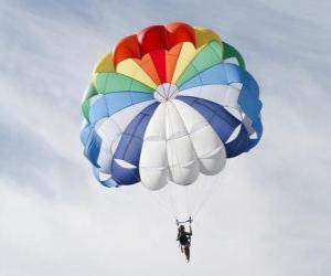 Puzle Parašutista dolů skrz mraky ve padák po skoku z letadla