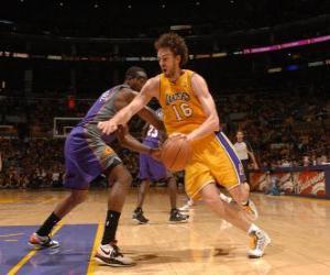 Puzle Pau Gasol hraje basketbal