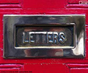 Puzle Poštovní schránka na červených dveřích