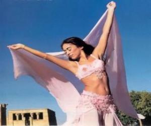 Puzle Profesionální tanečnice tančí v průběhu představení