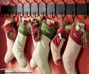 Puzle Punčochy zavěšené s vánoční dárky