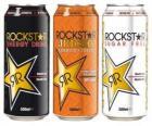 Tři plechovek nápoje jako pivo nebo nealko nápoj s plynem