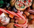 Různé bonbony nebo sladkosti - bonbony, cukroví hole
