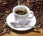 Šálek kávy s podšálkem a lžičkou