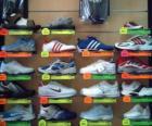 Tenisky nebo trenéři, sportovní obuv s koženým nebo plátno s gumovou podešví