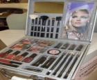 Make-up případ s kartáčky a pudry