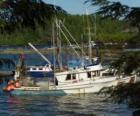 Malém člunu rybáře