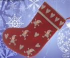 Vánoční ponožka zdobeny elfy a srdce