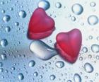 Dvě červené srdce a dešťové kapky