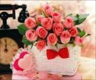 Koš růžových růží a srdce