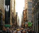Ulici v New Yorku s vysoké budovy a mrakodrapy