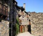 Typická ulice v horské vesnici