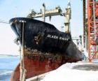 Velkou loď zboží vázané v přístavu